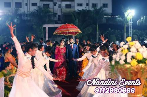 WEDDING ENTRY DANCE YOUR WAY TO THE MANDAP